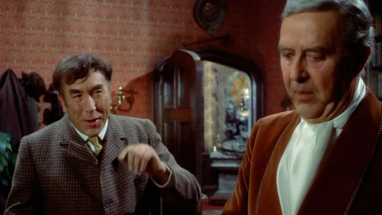 Frankie Howerd, Ray Milland in The House in Nightmare Park (1973)