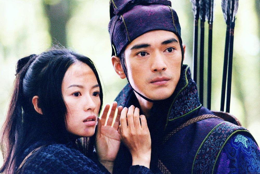 Forbidden love between Zhang Ziyi and Takeshi Kaneshiro in House of Flying Daggers (2004)