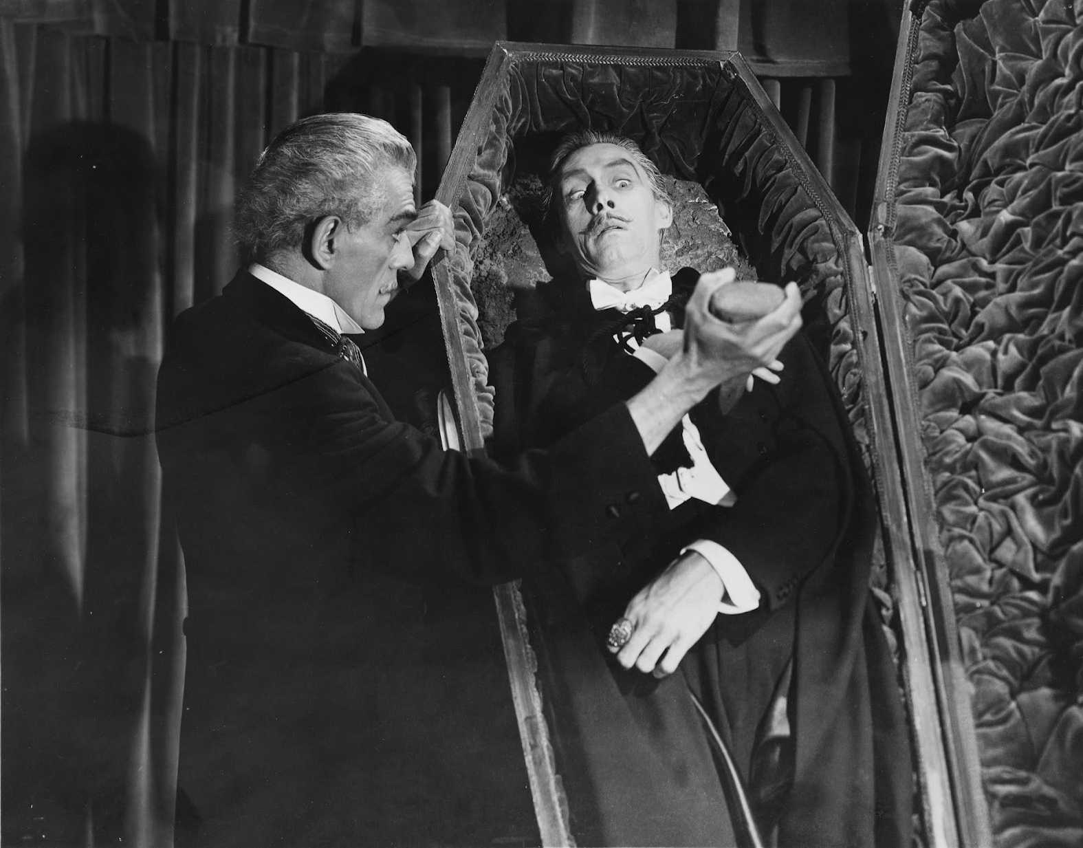 Dr Niemann (Boris Karloff) revives Count Dracula (John Carradine) in House of Frankenstein (1944)