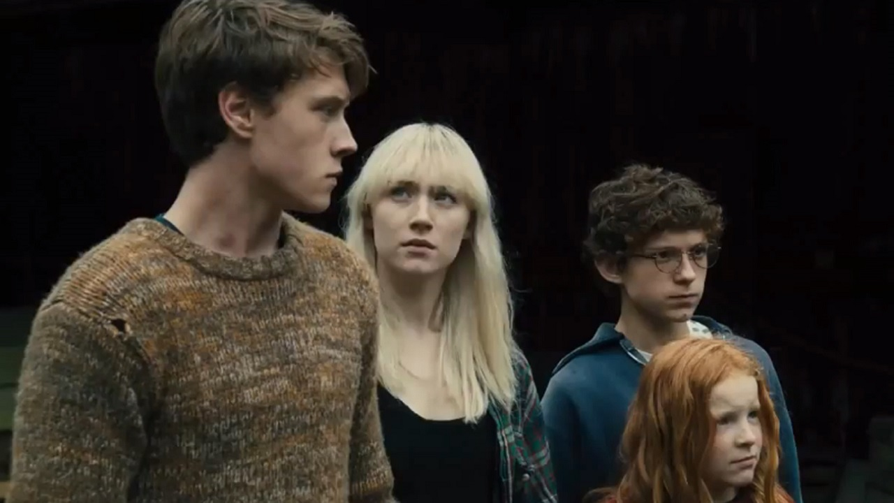 George MacKay, Saoirse Ronan, Tom Holland and Harley Bird in How I Live Now (2013)