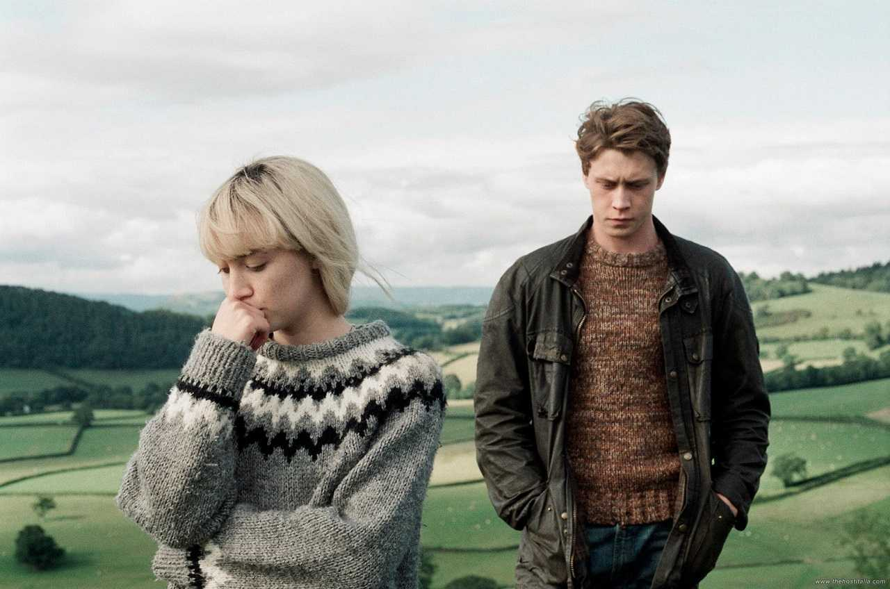Saoirse Ronan and George MacKay in How I Live Now (2013)