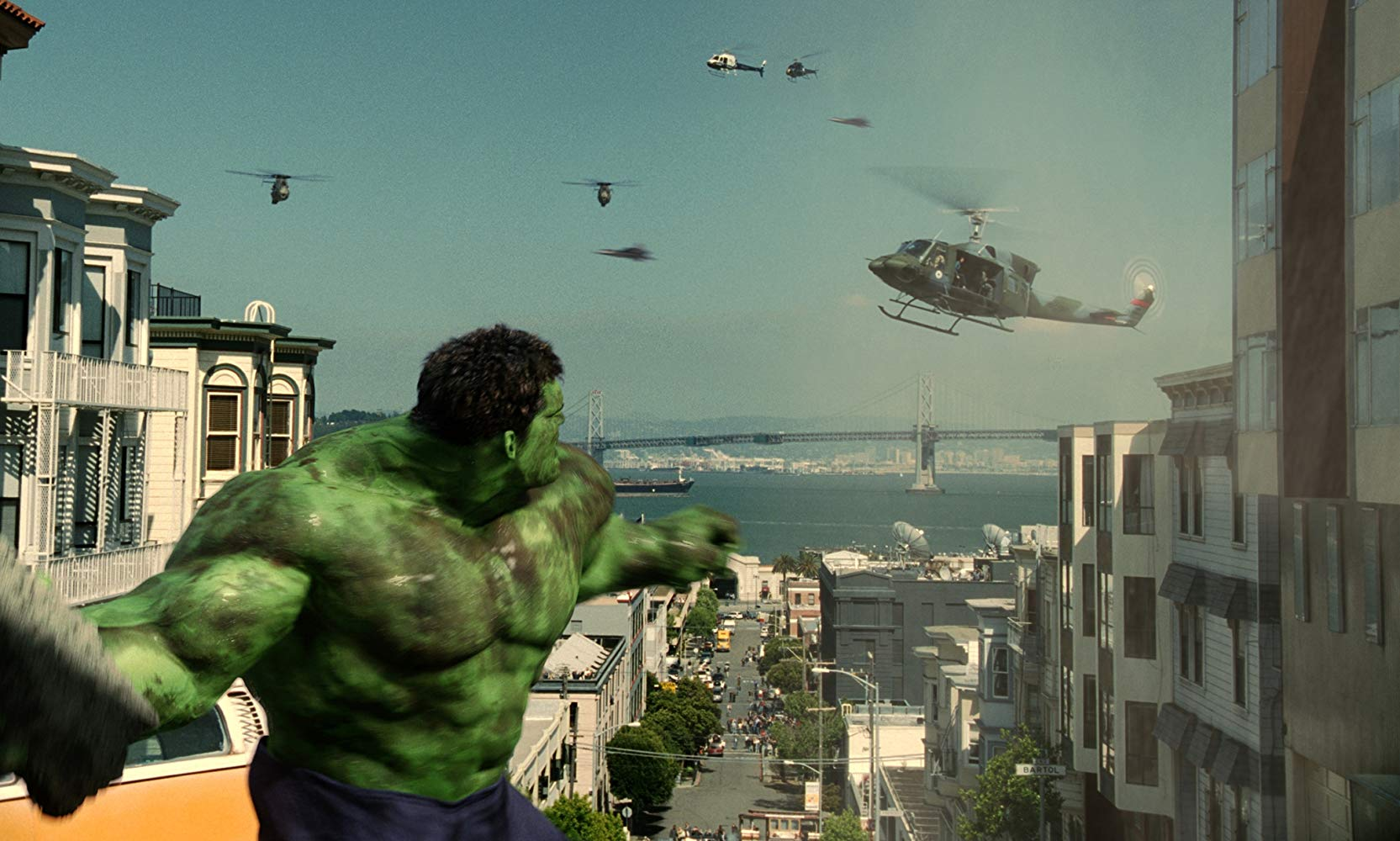 Eric Bana hulks out in the streets of San Francisco in Hulk (2003)