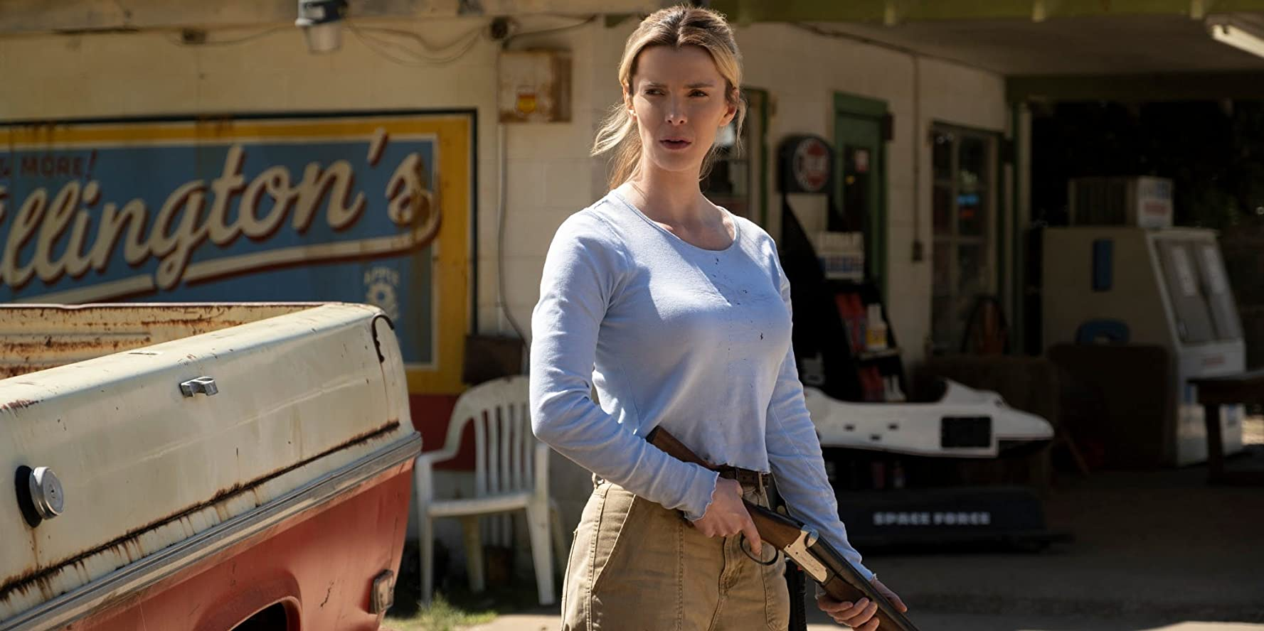 Crystal (Betty Gilpin) in The Hunt (2020)