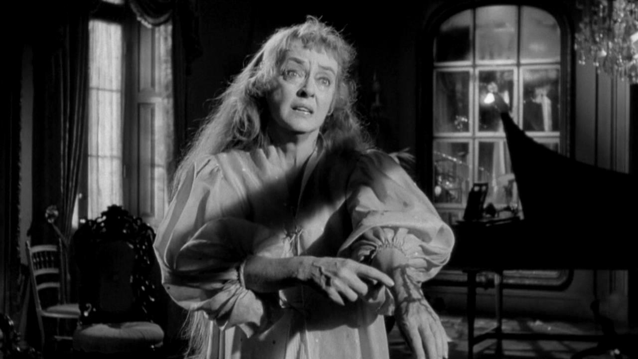 A deranged Bette Davis in Hush ... Hush, Sweet Charlotte (1964)