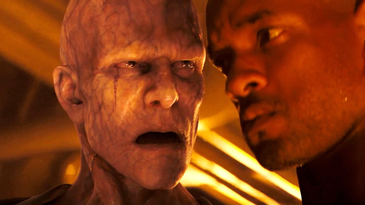 Will Smith and mutant in I Am Legend (2007)