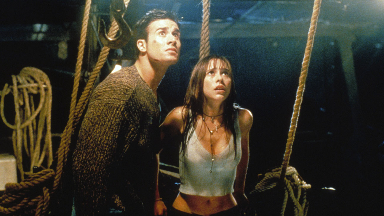 Freddie Prinze Jr and Jennifer Love Hewitt search for the killer in I Know What You Did Last Summer (1997)
