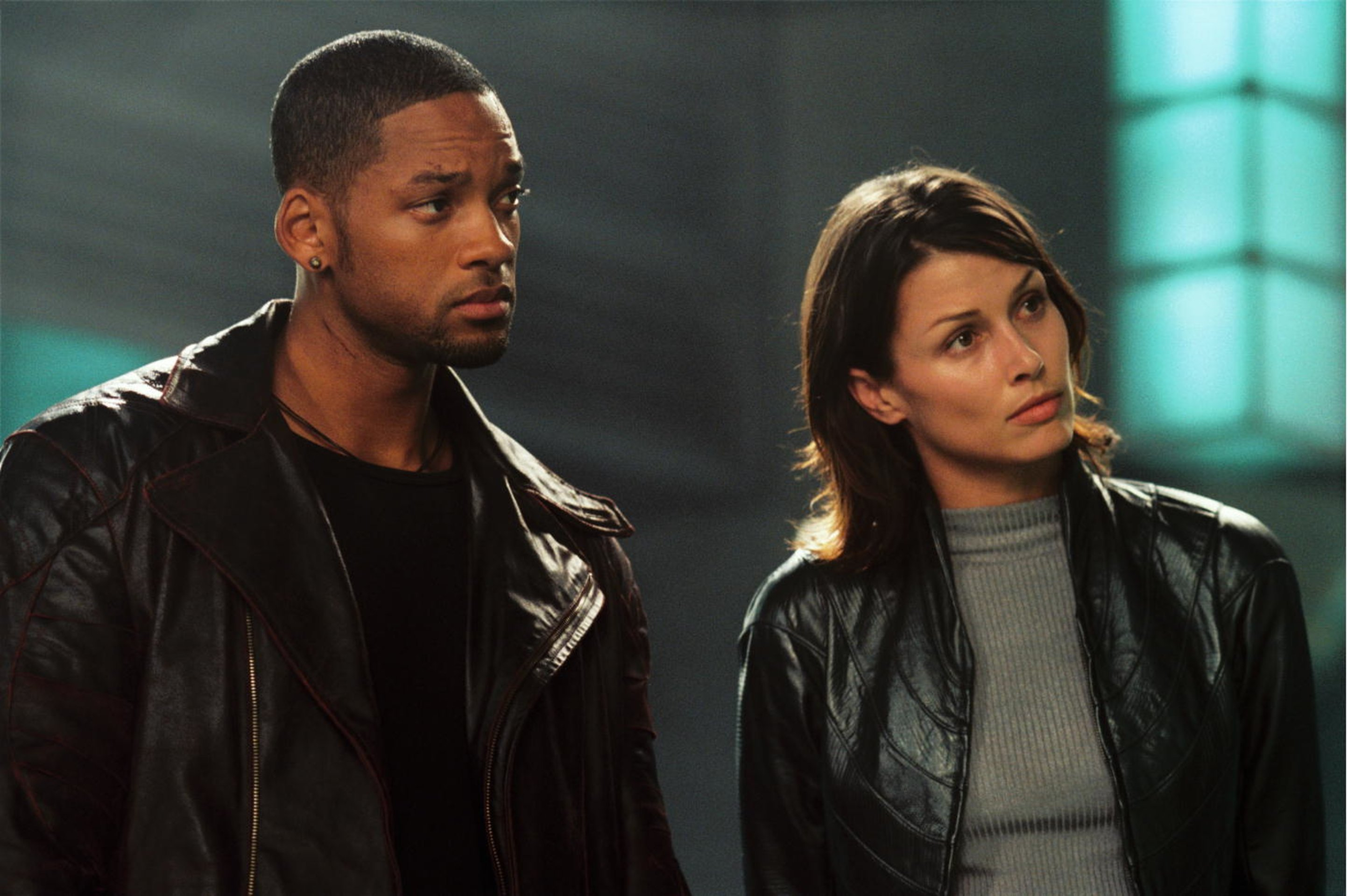Will Smith as detective Dell Spooner and Bridget Moynahan as robot psychologist Dr Susan Calvin in I, Robot (2004)