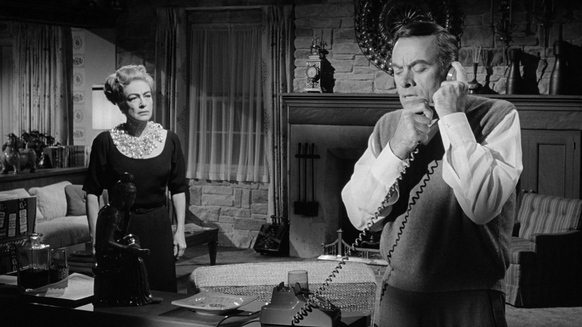 On thr receiving end of the prank call - John Ireland with mistress Joan Crawford in the background in I Saw What You Did (1965)