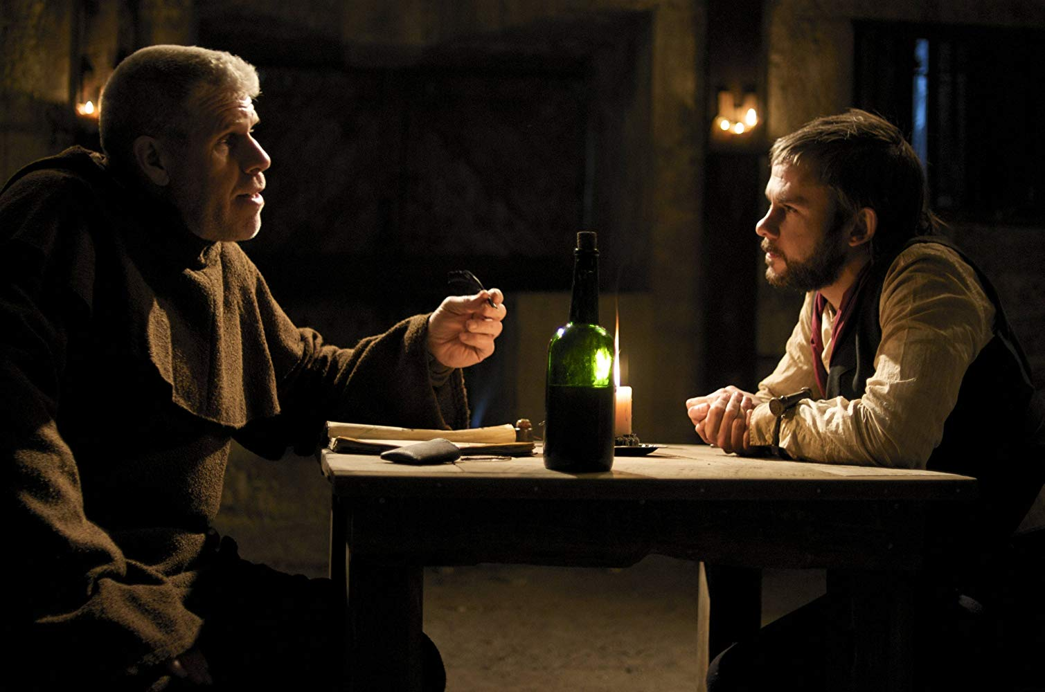 Father Duffy (Ron Perlman) hears the confession of Blake (Dominic Monaghan) in I Sell the Dead (2008)