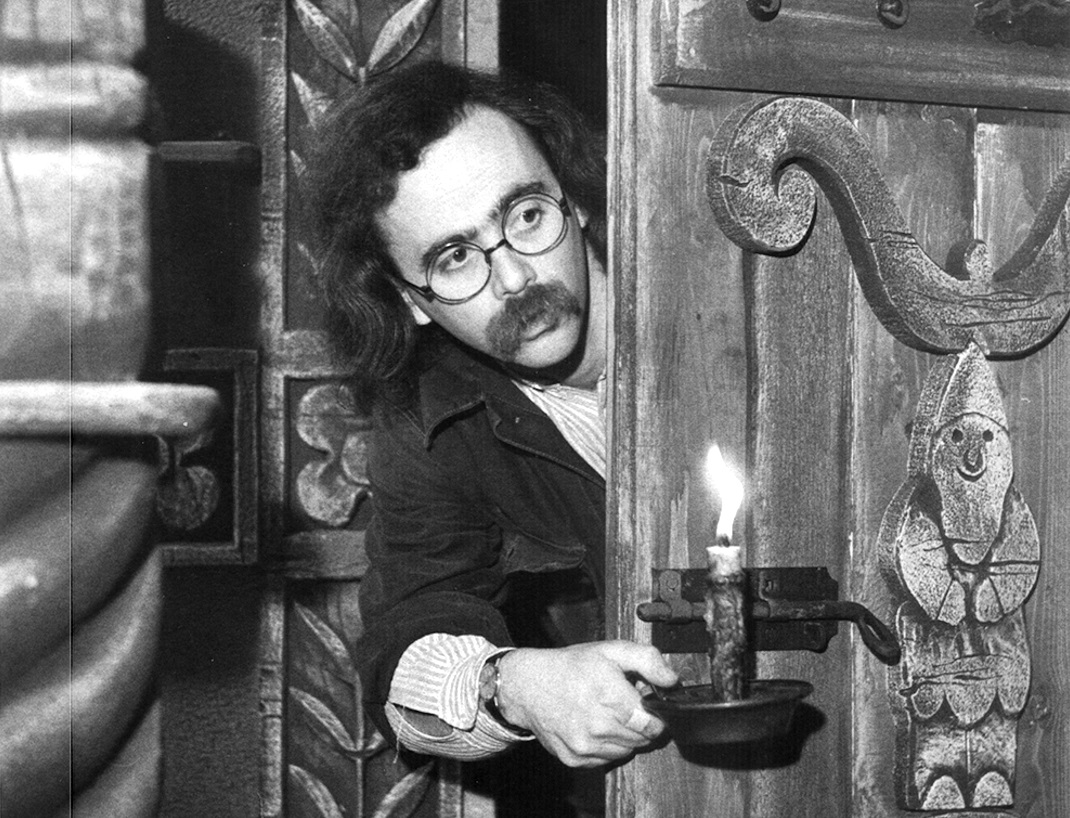 Maurizio Nichetti as the director who steps into the world of his own film in The Icicle Thief (1989)