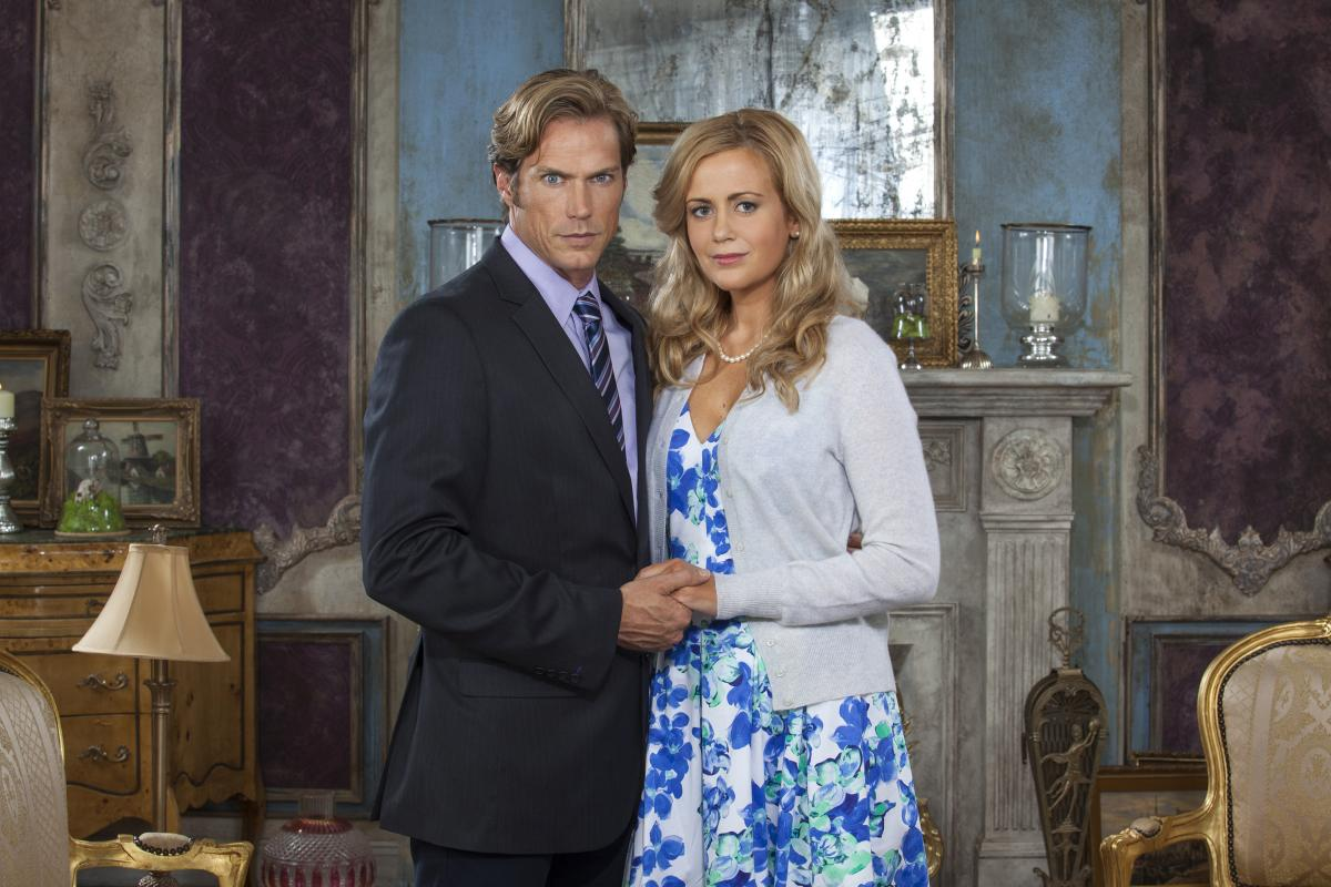 The grown-up Christopher and Cathy (Jason Lewis and Rachel Carpani) in If There Be Thorns (2015)