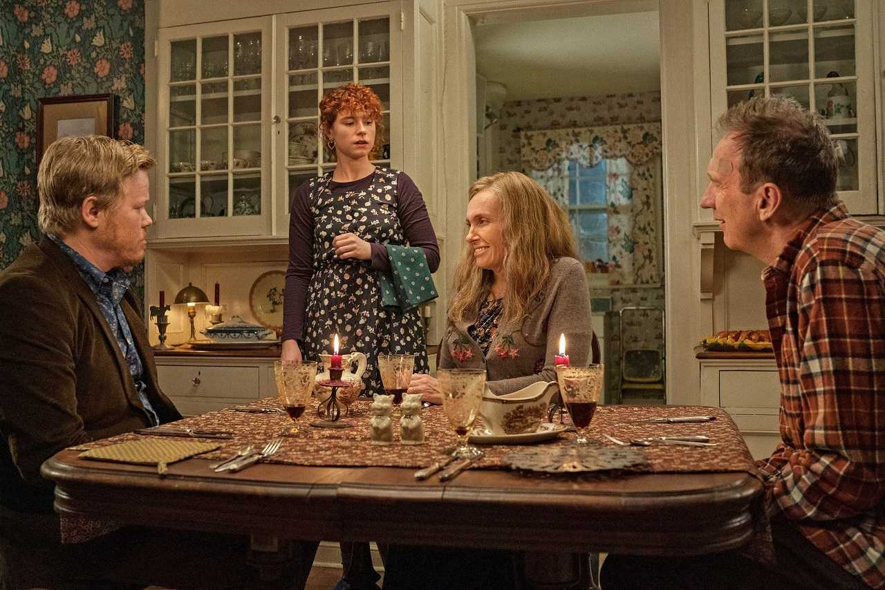 Jesse Plemons, Jessie Buckley and his mother Toni Colette and father David Thewlis in I'm Thinking of Ending Things (2020)