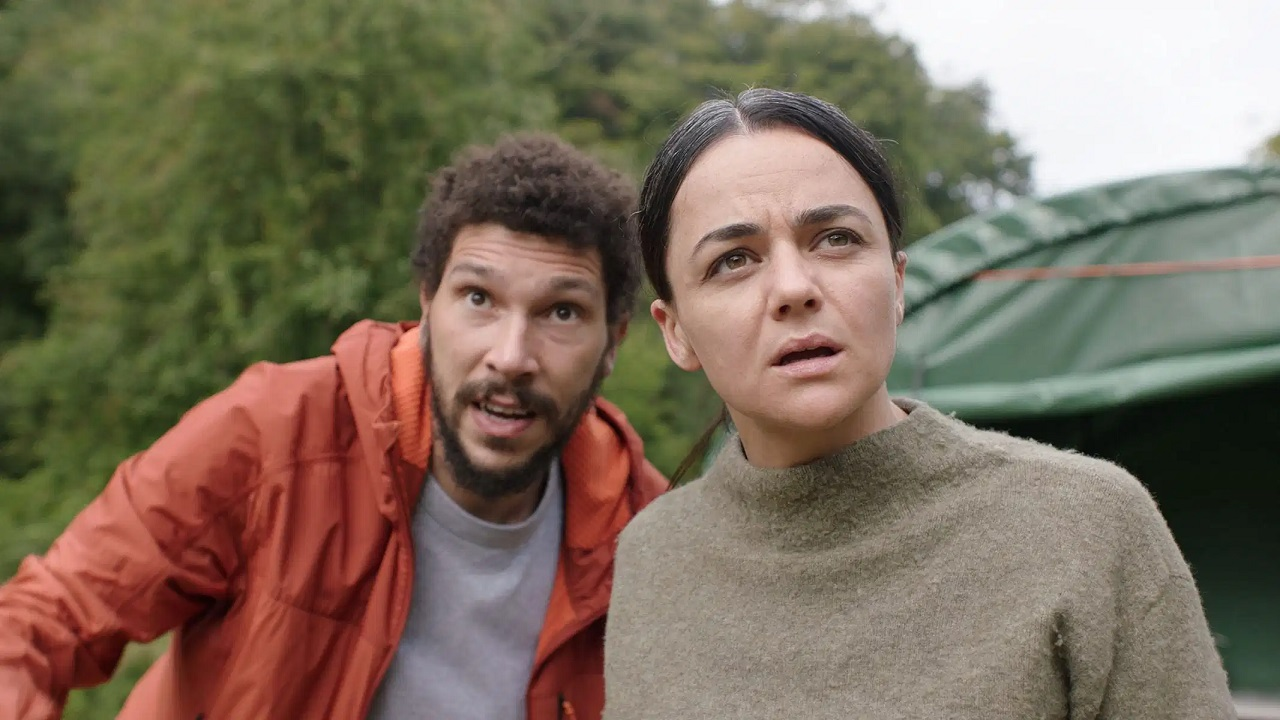 Martin Lowery (Joel Fry) and Dr Olivia Wendle (Hayley Squires) in In the Earth (2021)