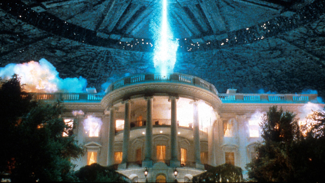 The destruction of the White House in Independence Day (1996)