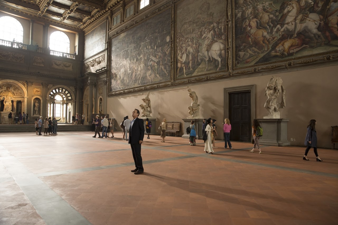 Tom Hanks searches for clues hidden in Florence's Salone dei Cinquecento in Inferno (2016)