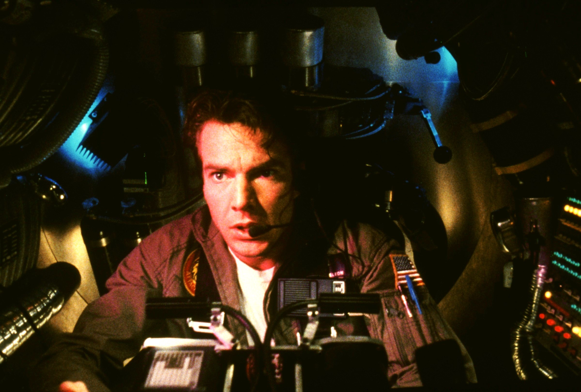 Dennis Quaid prepares to undertake a submarine journey through the human body in Innerspace (1987)