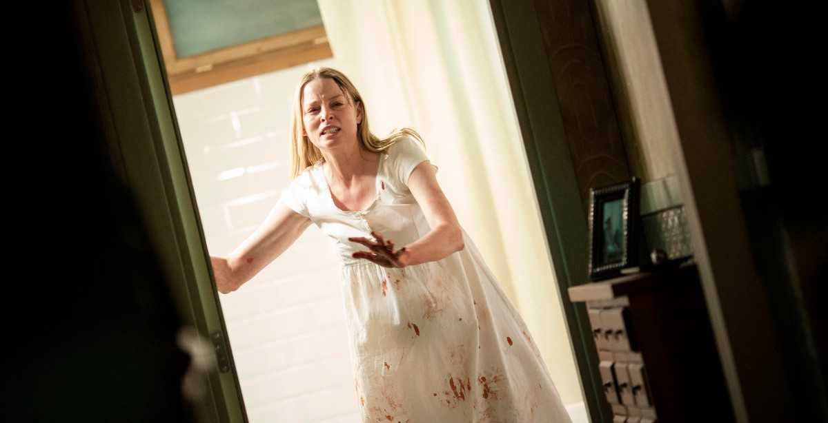 A pregnant Rachel Nichols under assault in her own home in Inside (2016)