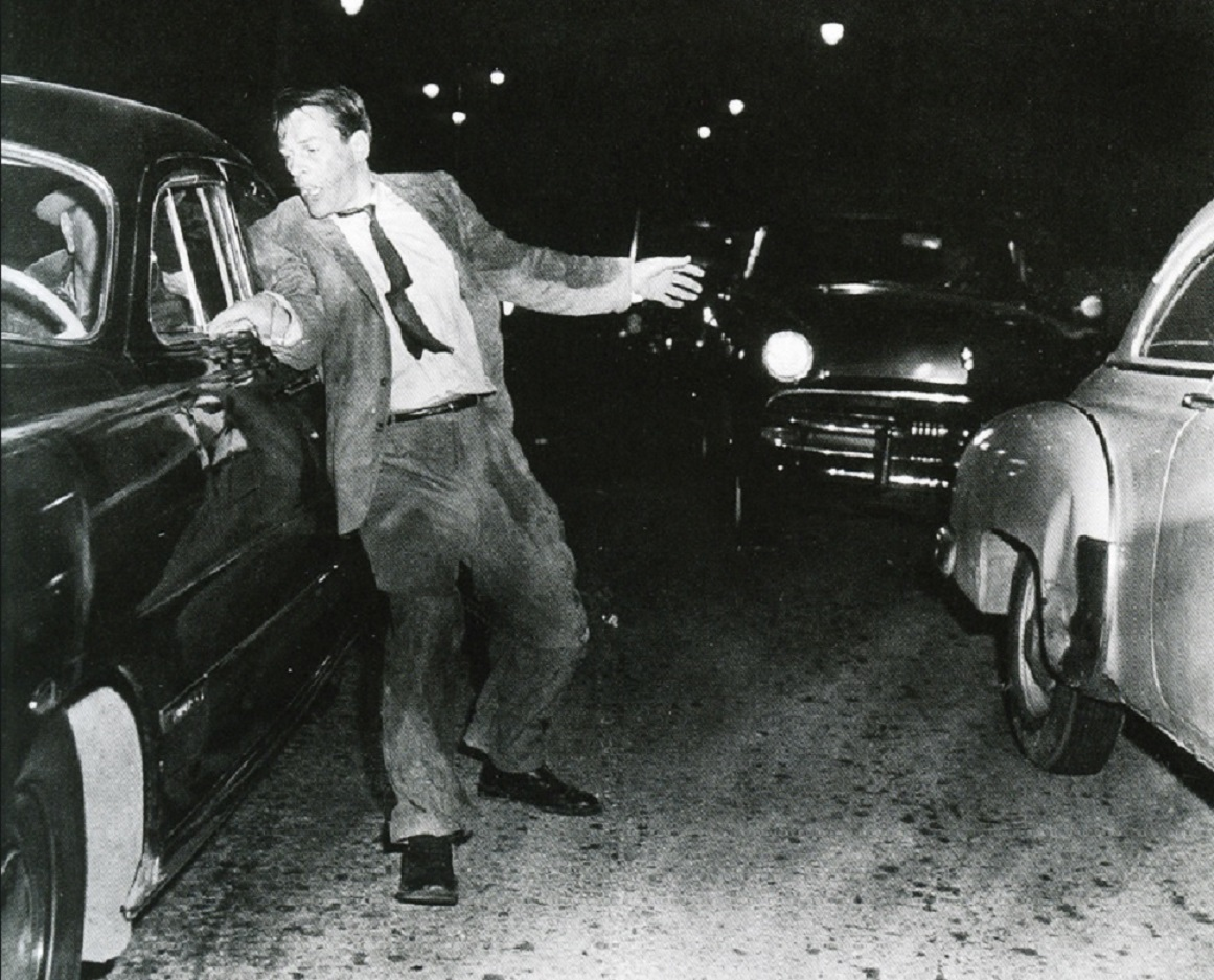 The finale with Kevin McCarthy on the highway ignored by motorists in Invasion of the Body Snatchers (1956)