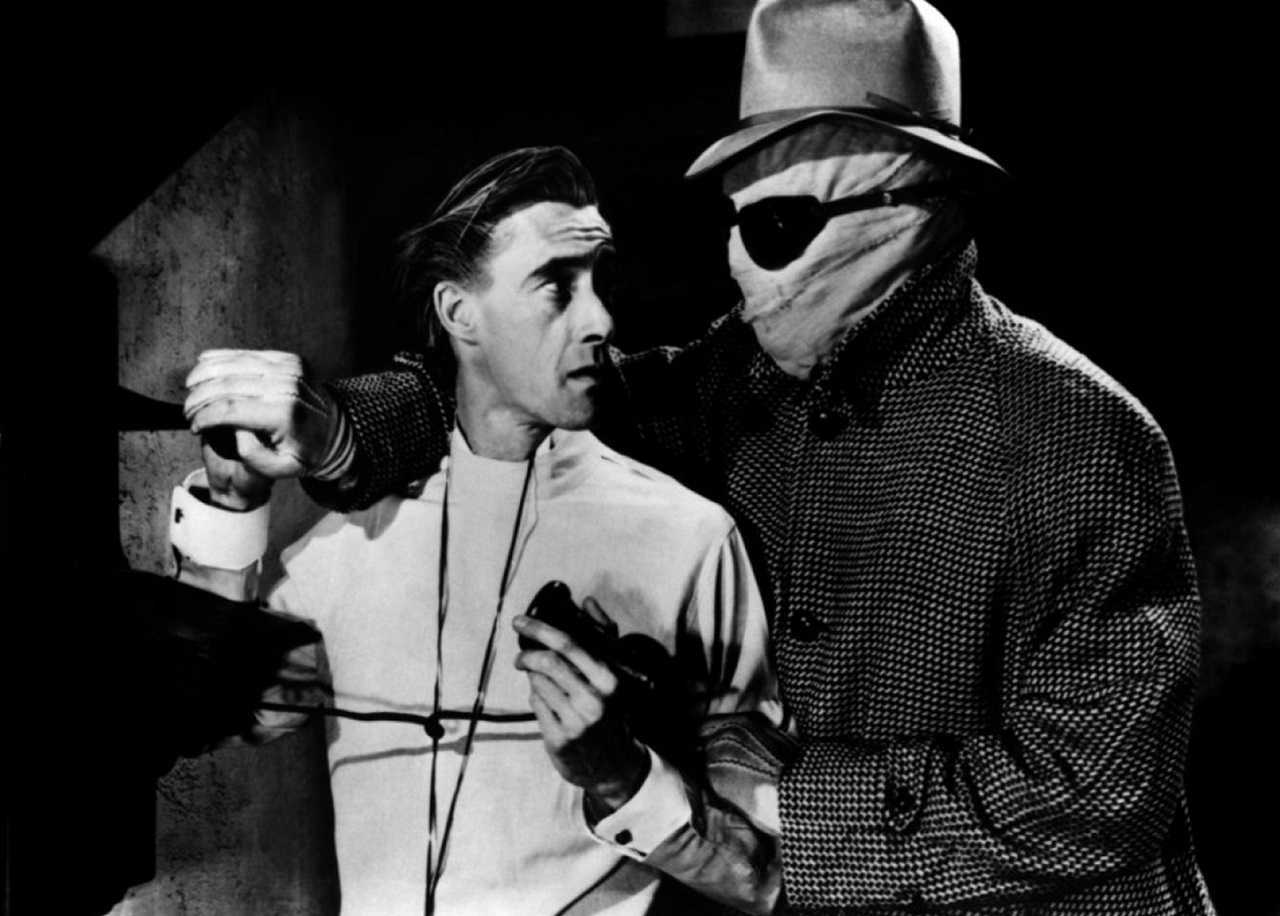Dr Peter Drury (John Carradine) and Griffin the invisible man (Jon Hall) in in The Invisible Man's Revenge (1944)