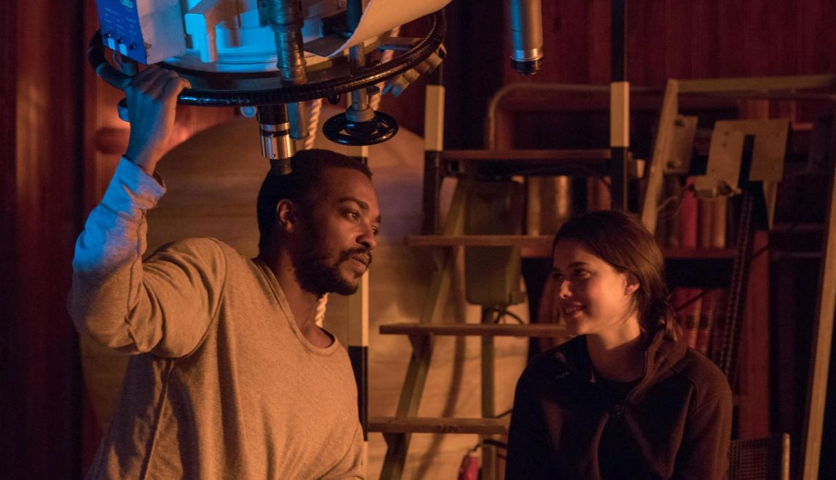 Anthony Mackie and Margaret Qualley in Io (2018)