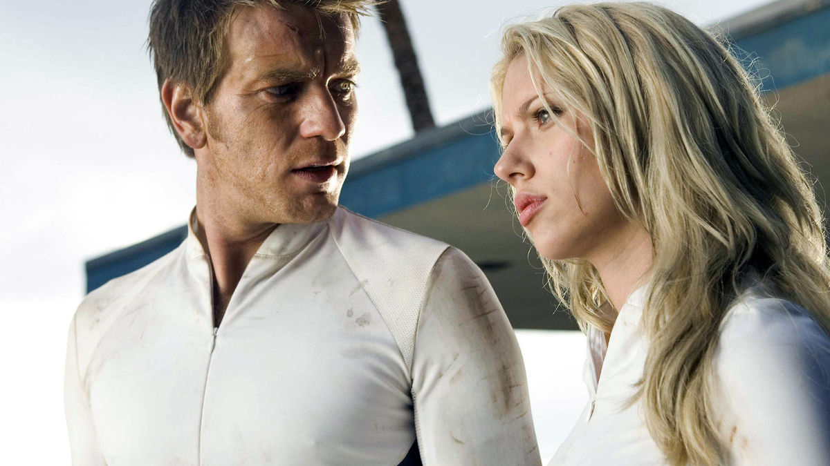 Clones on the run - Ewan McGregor and Scarlett Johansson in The Island (2005)