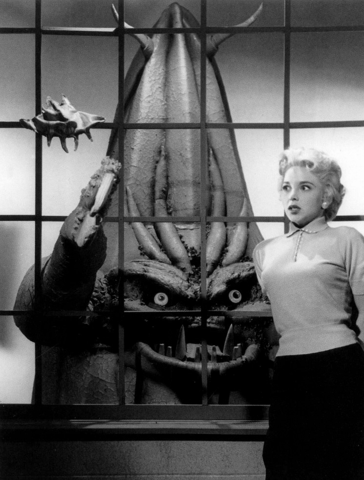 Beverly Garland menaced by the alien creature in It Conquered the World (1956)