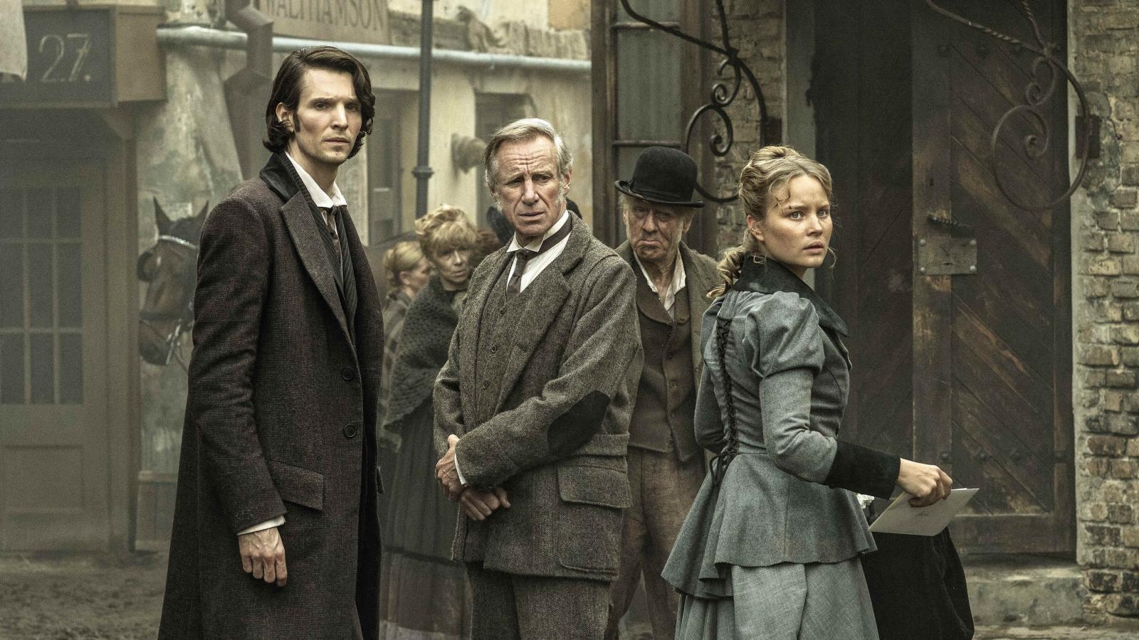 David Cohen (Sabin Tambrea), Samuel Harris (Nicholas Farrell) and Anna Kosminski (Sonja Gerhardt) in Jack the Ripper (2016)