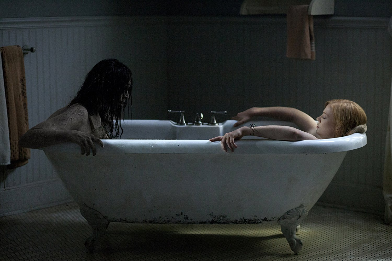 Sarah Snook in the bath in Jessabelle (2014)