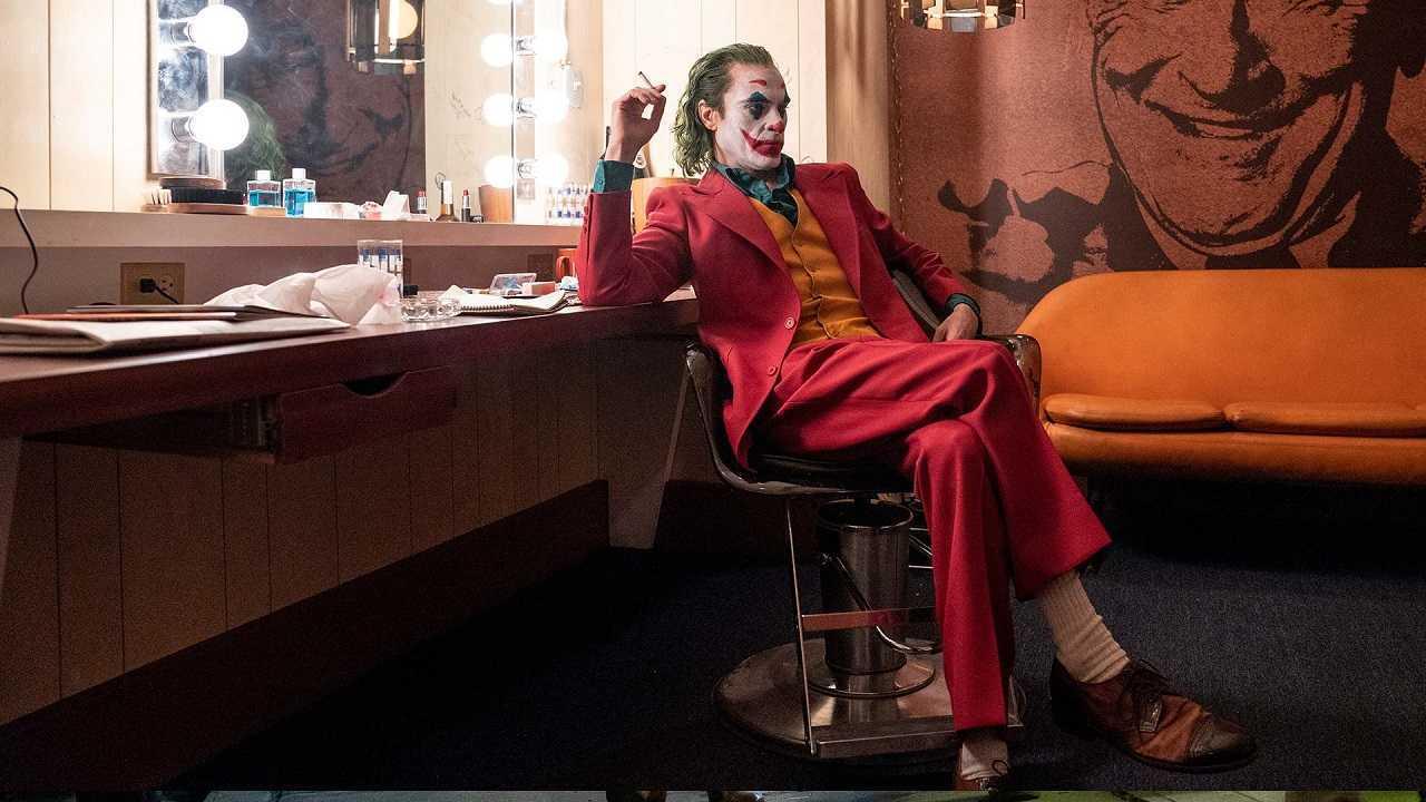 Arthur Fleck (Joaquin Phoenix) waits to go on air in Joker (2019)