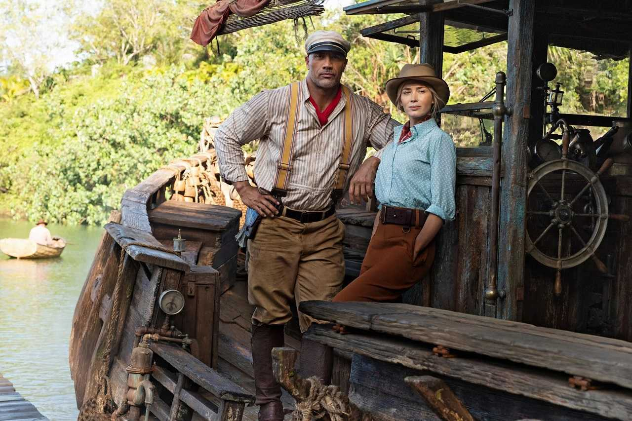 Frank Wolff (Dwayne Johnson) and Lily Houghton (Emily Blunt) in Jungle Cruise (2021)