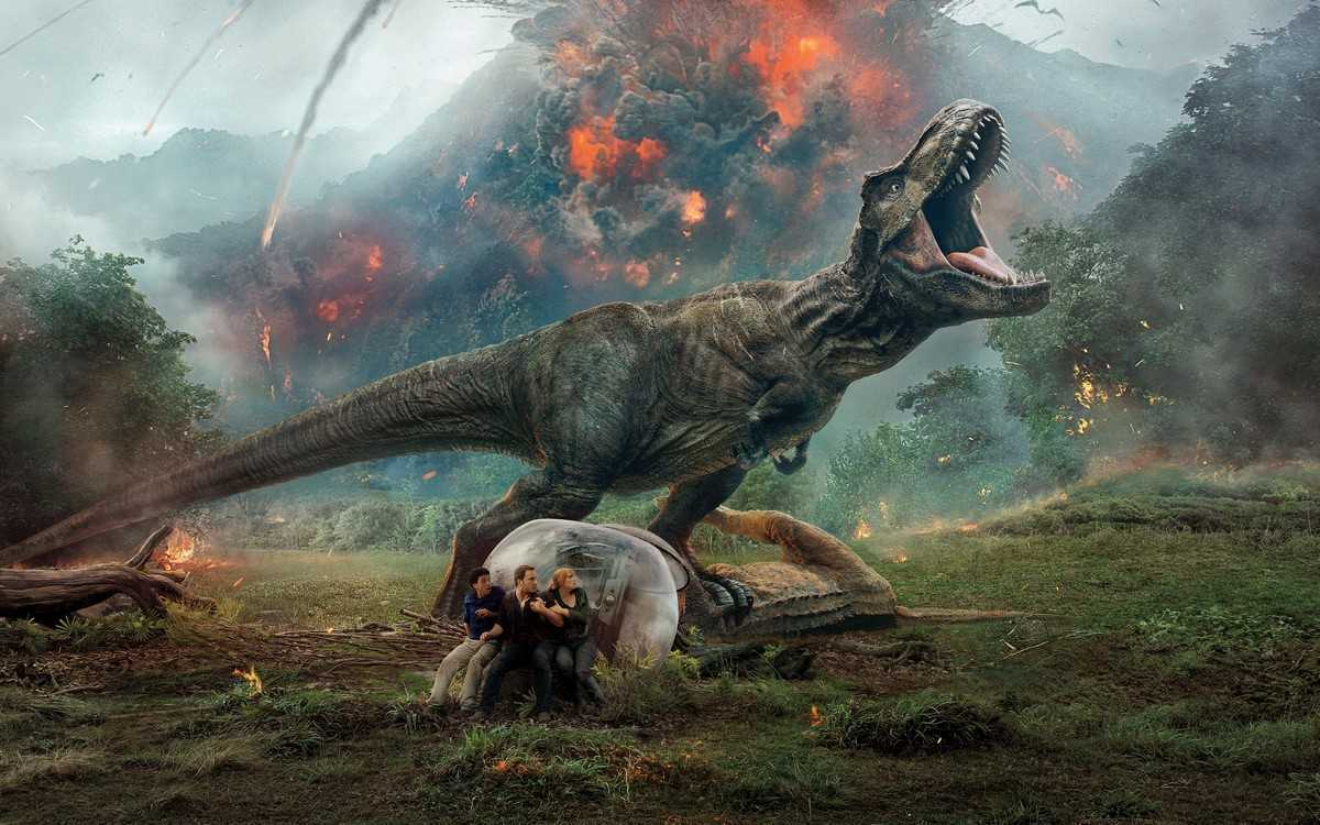 Justice Smith, Chris Pratt and Bryce Dallas Howard try to find shelter from the dinosaur as the volcano erupts in Jurassic Park: Fallen Kingdom (2018)