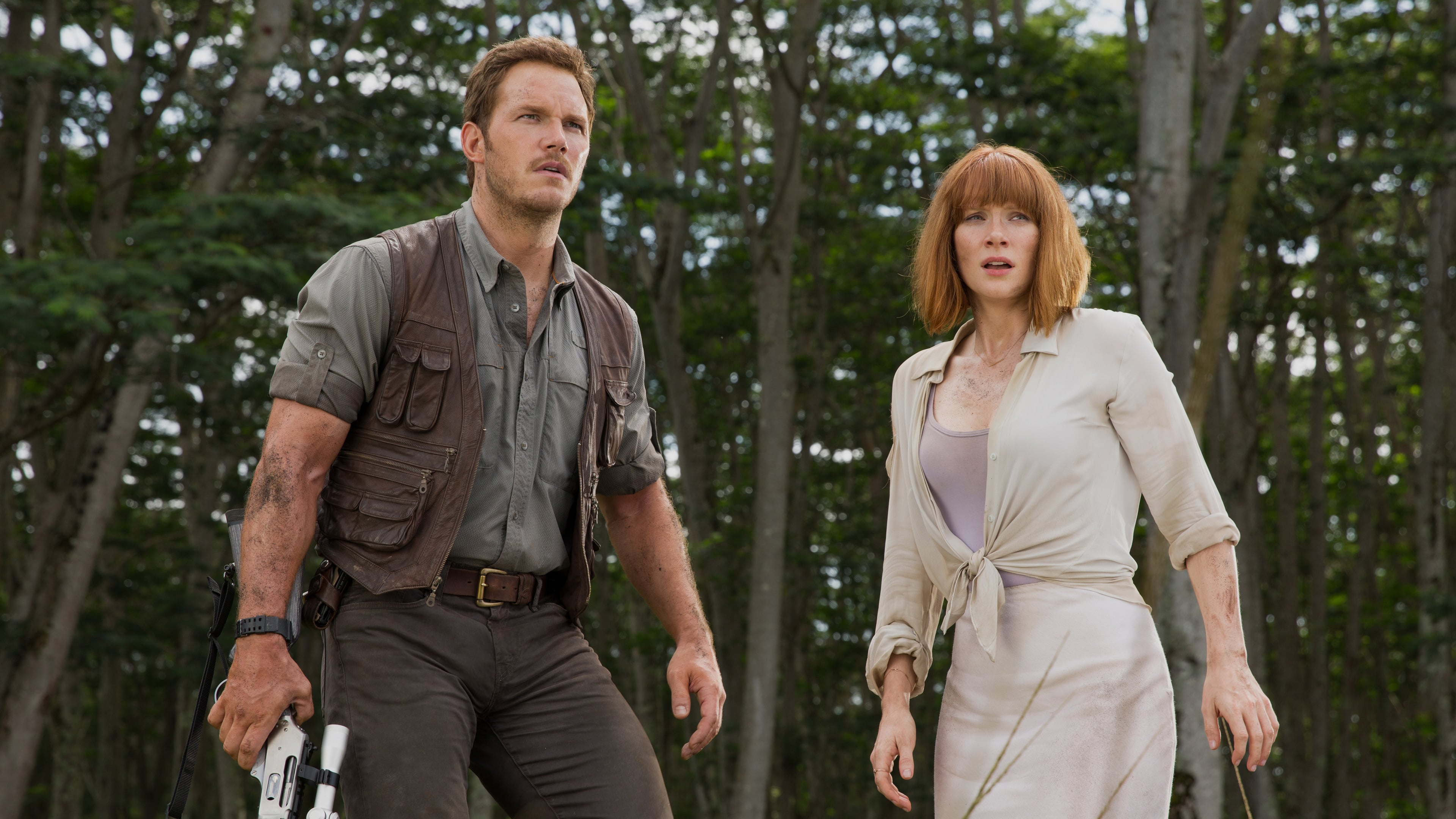 Owen Grady (Chris Pratt( and Claire Dearing (Bryce Dallas Howard) in Jurassic World (2015)