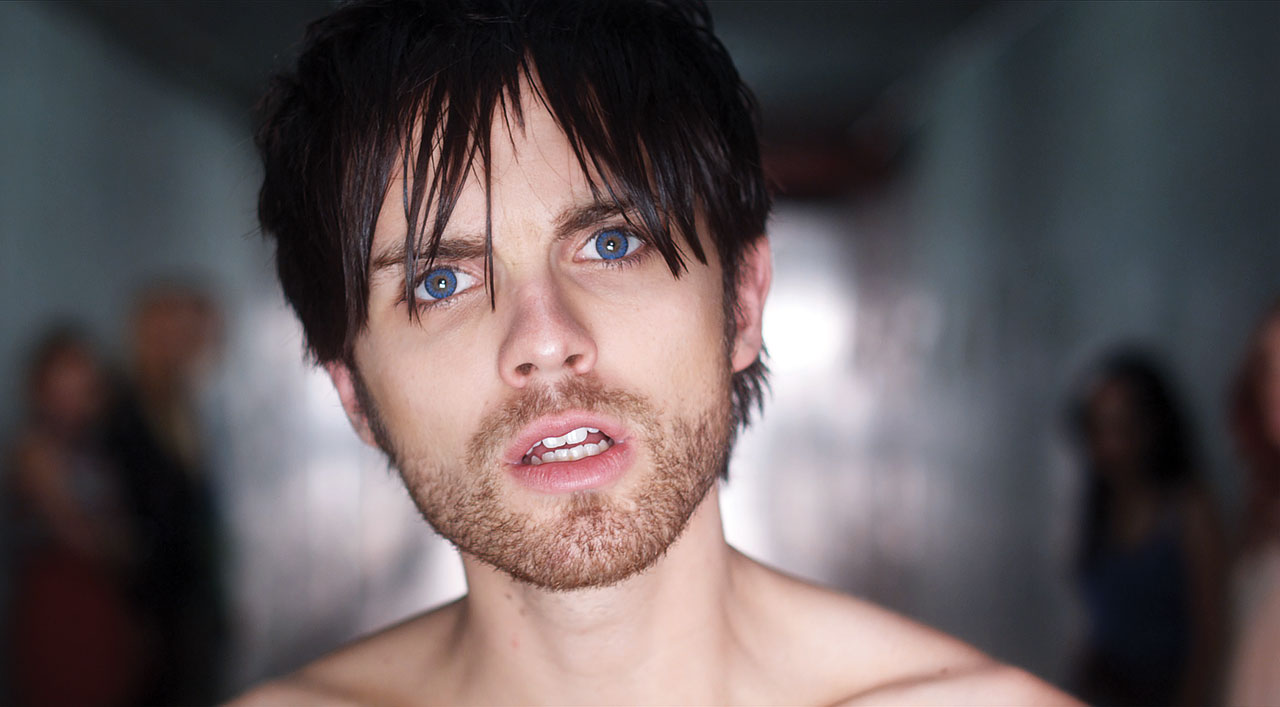 Smith (Thomas Dekker) in Kaboom (2010)