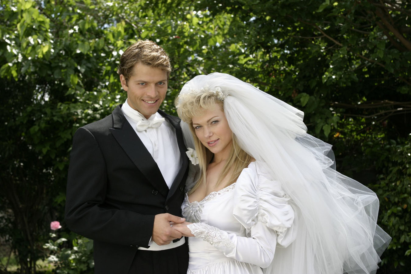 The perfect married couple - Paul Bernardo (Misha Collins) and Karla Homolka (Laura Prepon) in Karla (2006)