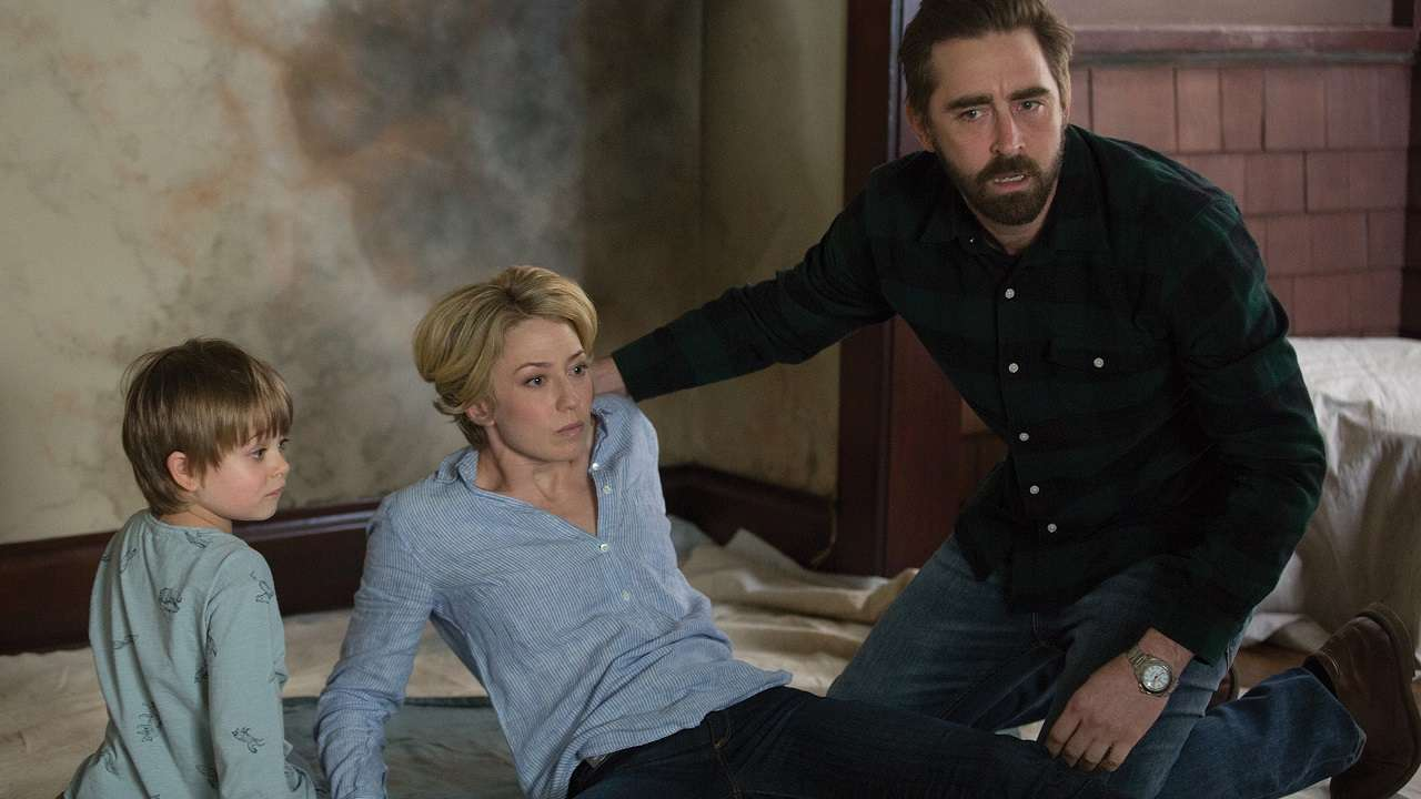 Father Lee Pace, mother Carrie Coon and ghost son Sander Thomas in The Keeping Hours (2017)