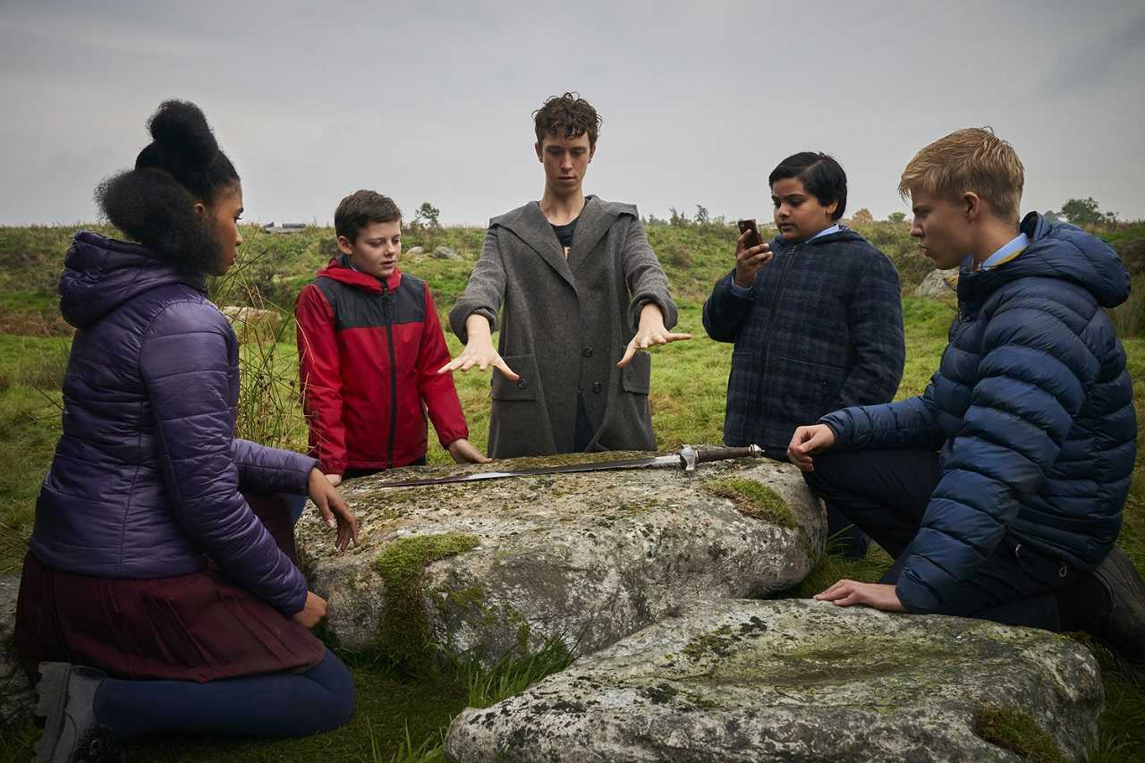 Kaye (Rhianna Dorris), Alex (Louis Ashbourne Serkis). Merlin (Angus Imrie), Bedders (Dean Chaumoo) and Lance (Tom Taylor) with Excalibur in The Kid Who Would Be King (2019)