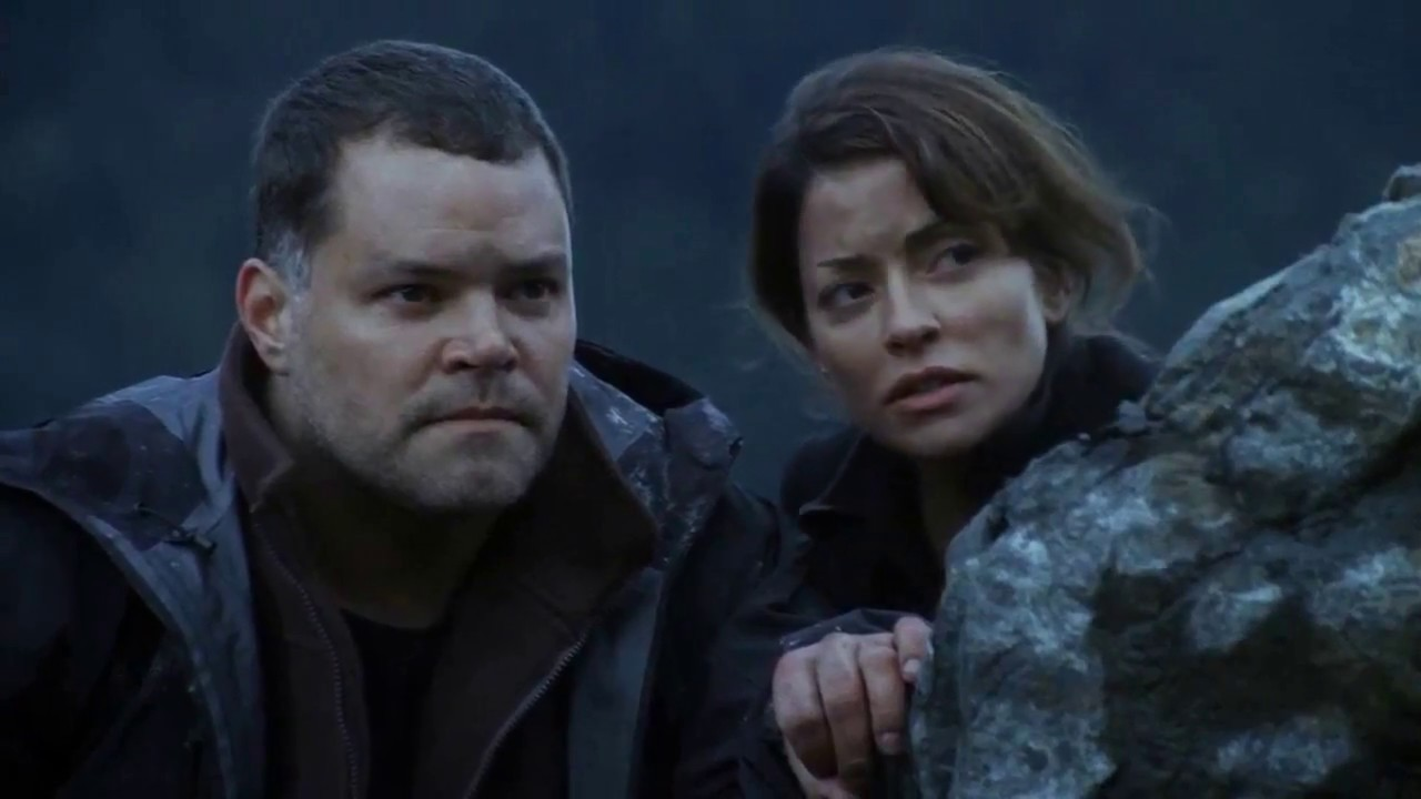 Aaron Douglas and Emmanuelle Vaugier in Killer Mountain (2011)
