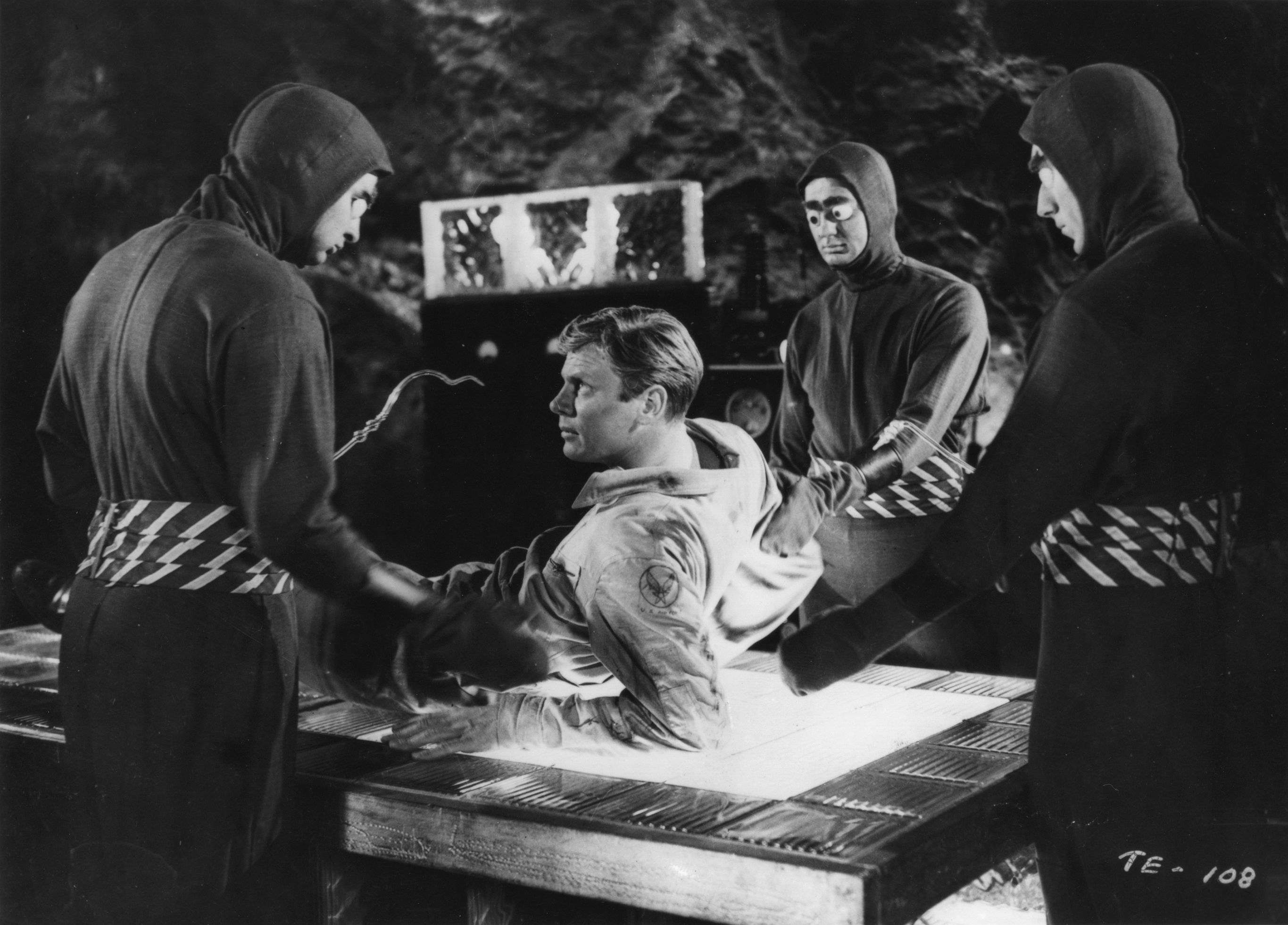 Peter Graves surrounded by invading aliens in Killers from Space (1953)
