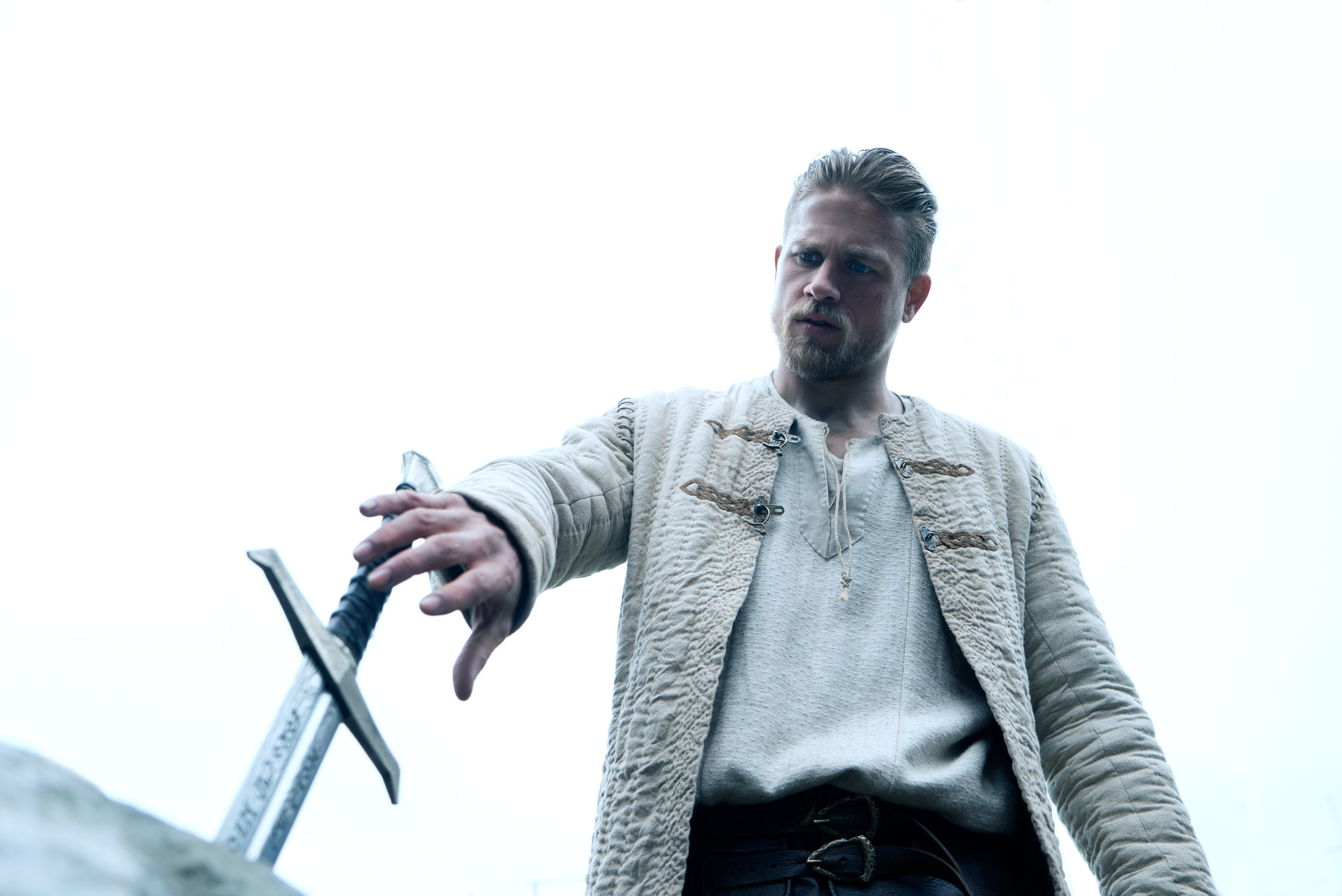 Arthur (Charlie Hunnam) goes to pull the sword from the stone in King Arthur: Legend of the Sword (2017)