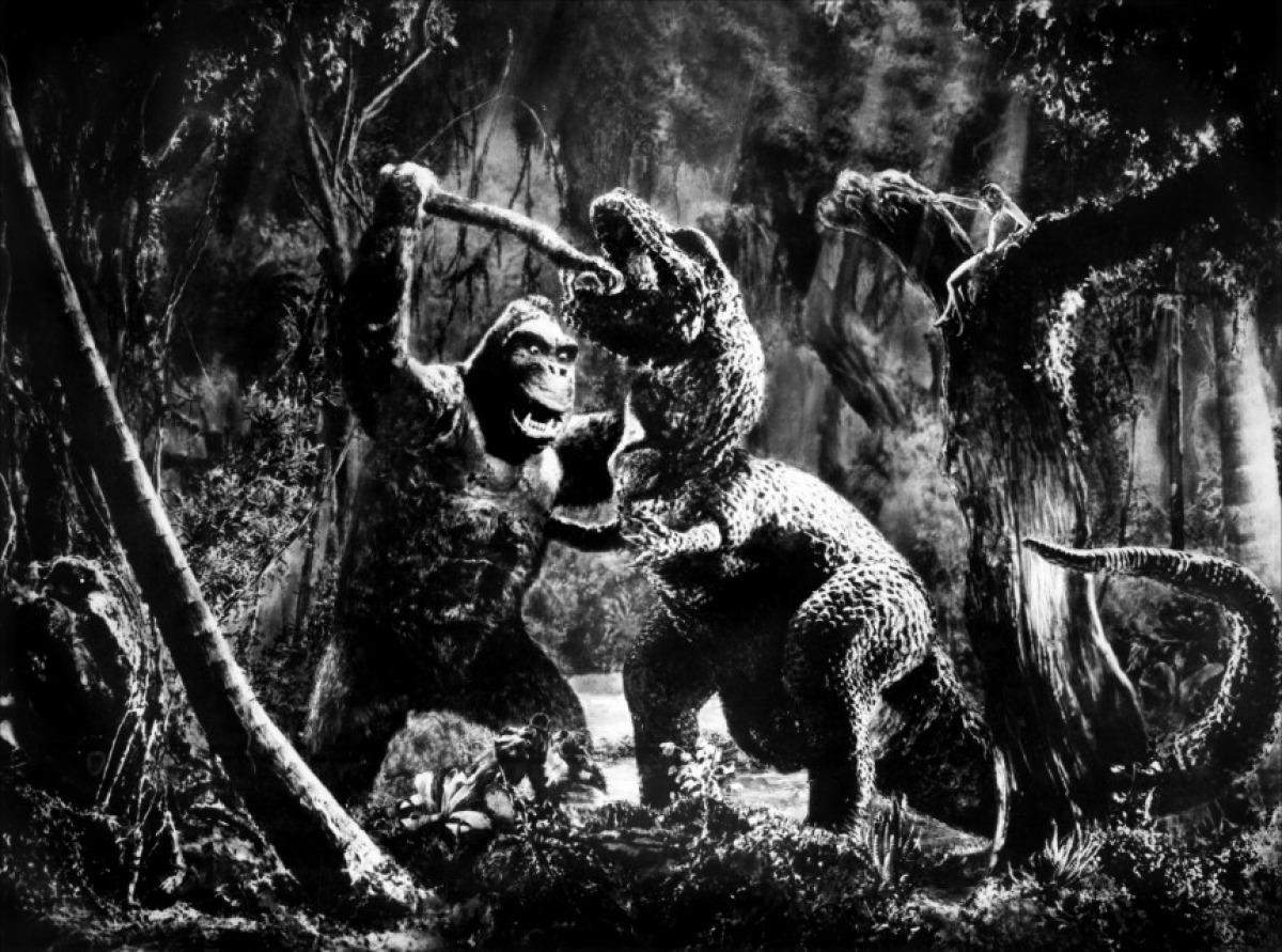 Kong fights dinosaur in King Kong (1933)