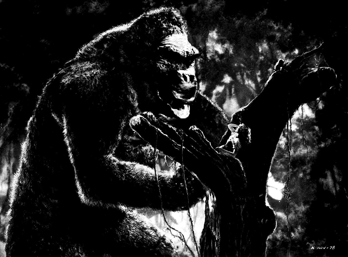 Kong rescues Fay Wray in King Kong (1933)