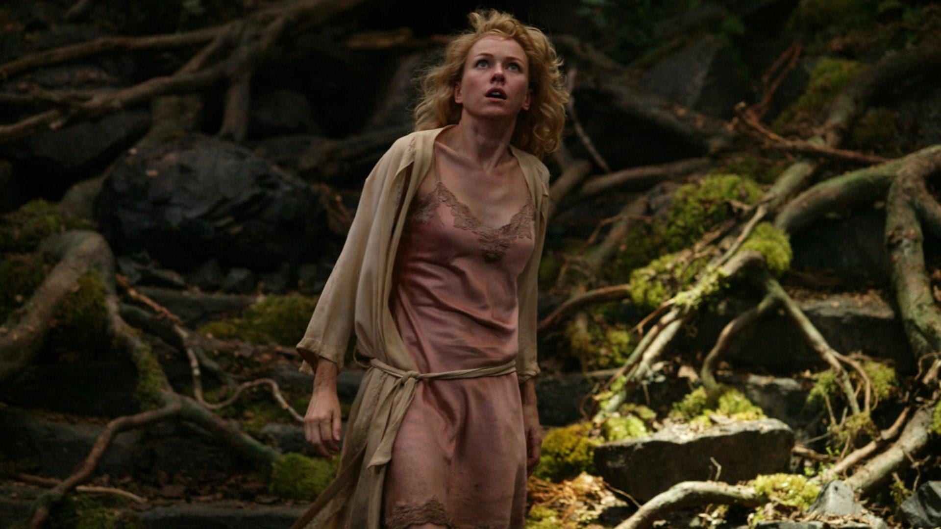 Naomi Watts steps into Fay Wray's iconic role as Ann Darrow in King Kong (2005)