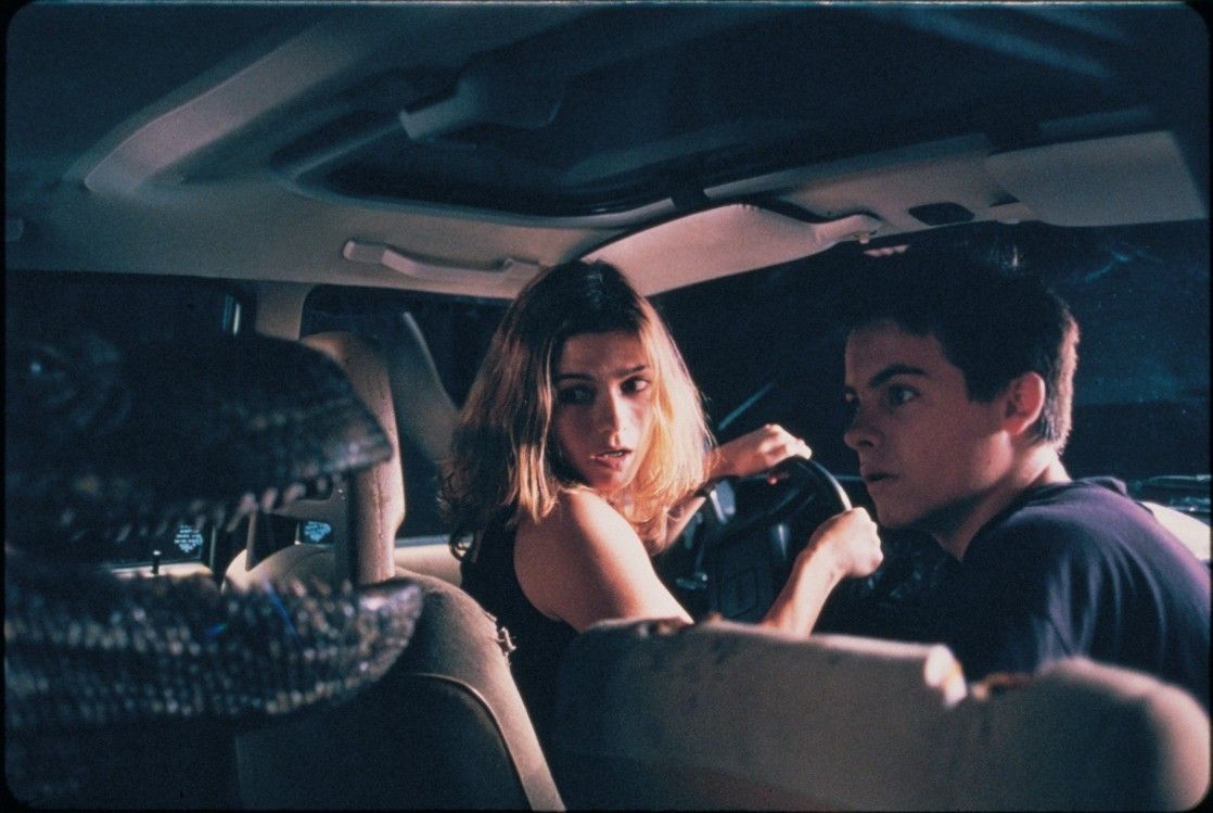 Jill Hennessy and Kevin Zegers faced a giant komodo inside their vehicle in Komodo (1999)