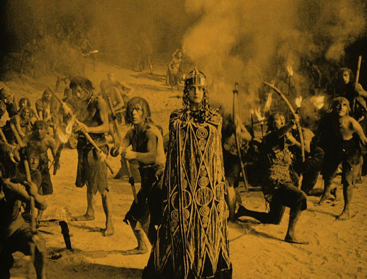 Kriemhild (Margarete Schön) in the midst of the climactic battle in Kriemhild's Revenge (1924)