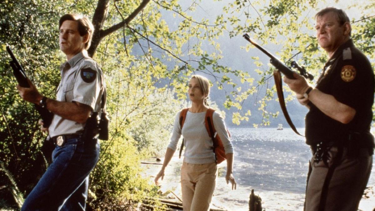 (l to r) Bill Pullman, Bridget Fonda and Brendan Gleeson investigate the crocodile attacks in Lake Placid (1999)