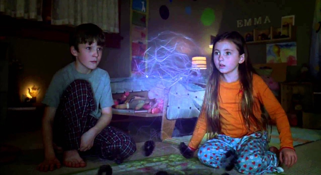 Brother and sister Chris O'Neil and Rhiannon Leigh Wryn in The Last Mimzy (2007)