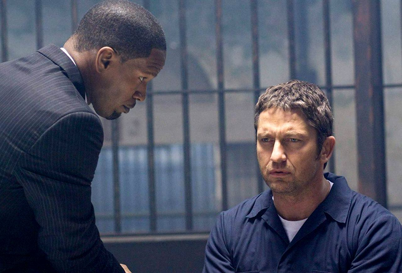 (l to r) District attorney Nick Rice (Jamie Foxx) and jailed criminal genius Clyde Shelton (Gerard Butler) in Law Abiding Citizen (2009)