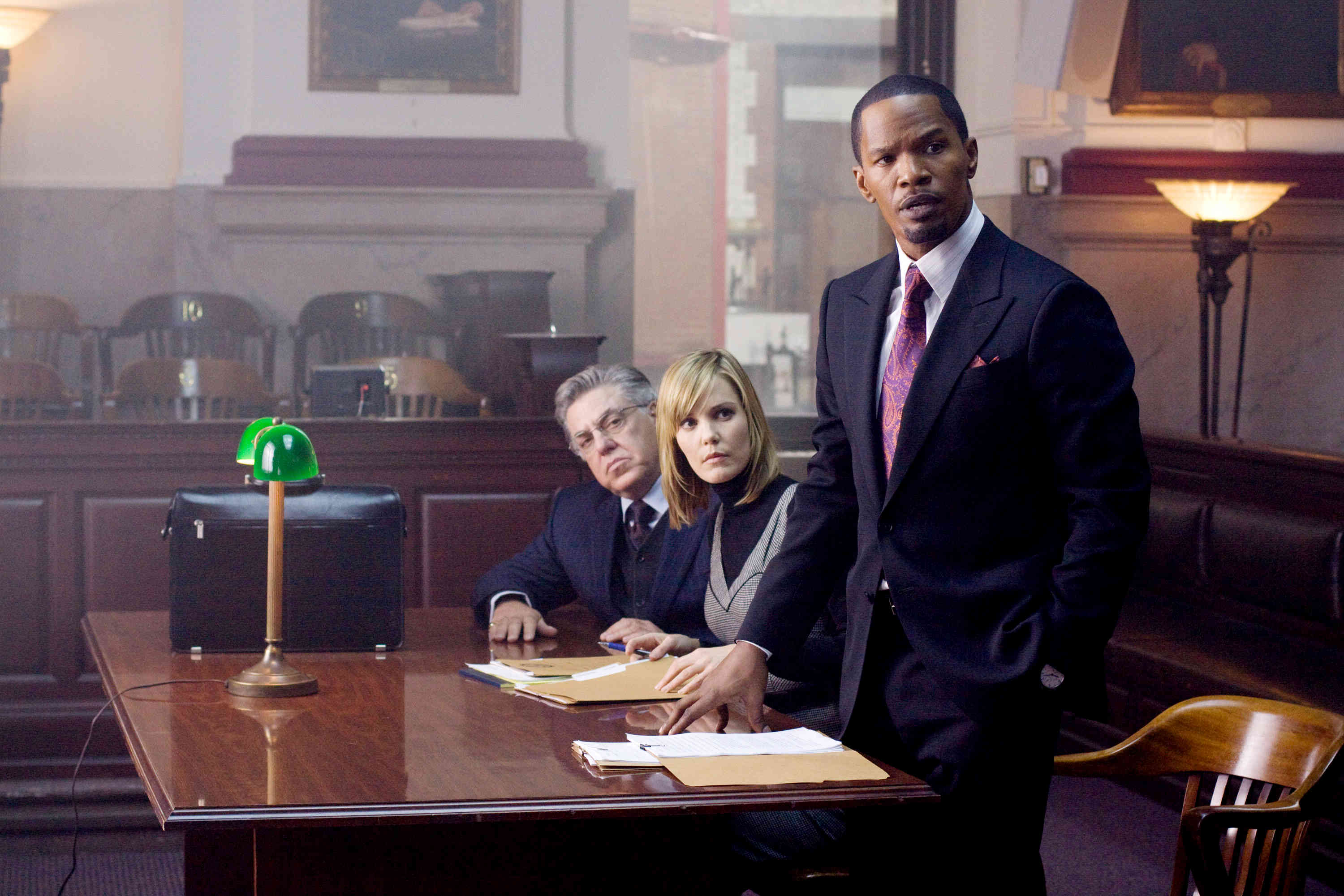 (l to r) Bruce McGill, Leslie Bibb and district attorney Nick Rice (Jamie Foxx) in Law Abiding Citizen (2009)