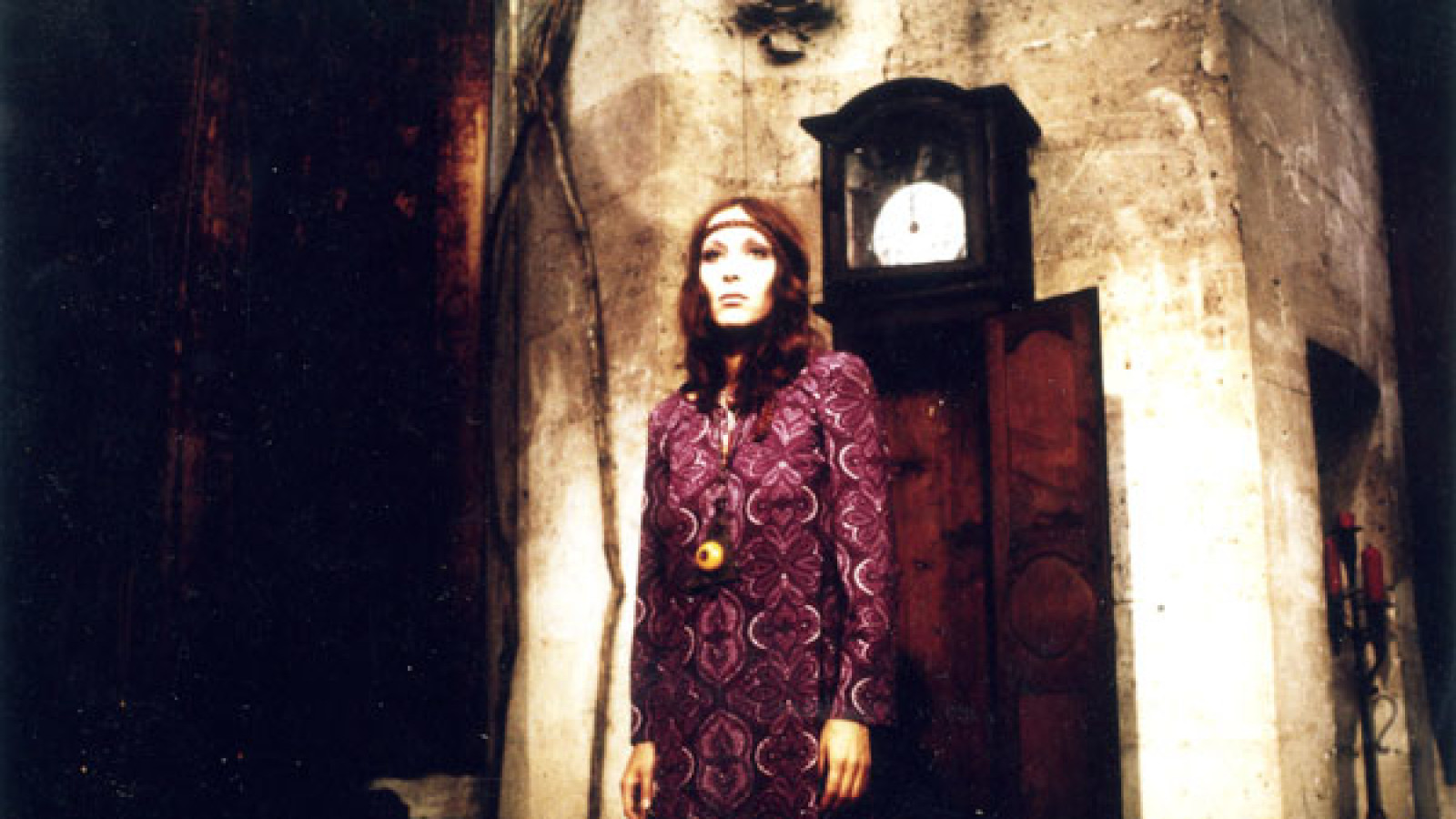 The vampire Isolde (Dominique) emerges from her resting place inside a grandfather clock in Le Frisson des Vampires (1971)