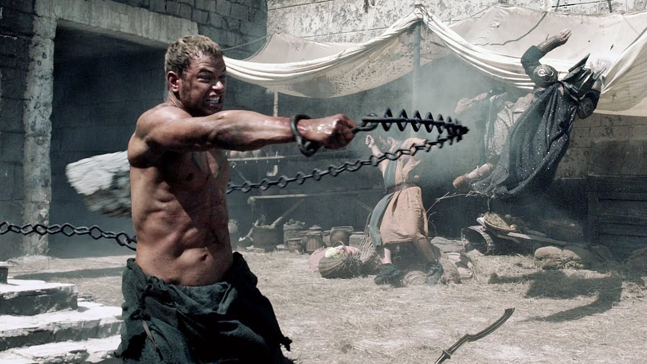 Hercules (Kellan Lutz) tears out the pillars in The Legend of Hercules (2014)